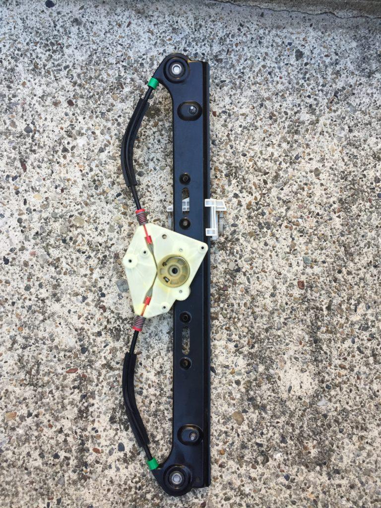 bmw X3 E83 ウィンドウレギュレータ交換4